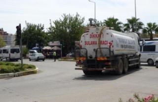 Yangına su götüren su tankeri otel servisiyle çarpıştı:...