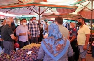 Yücel son cuma pazarında esnafa yeni projeyi anlattı