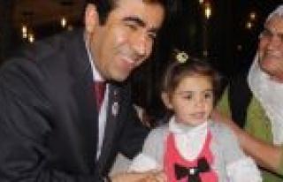 Vali Güzeloğlu Yardıma Muhtaç Ailelerle Yemekte...