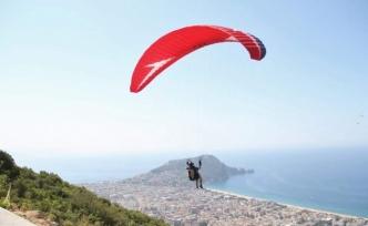 Alanya'da yamaç paraşütü kupası yarışları başladı