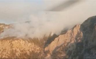 Antalya'daki 2 yangına havadan ve karadan müdahale sürüyor