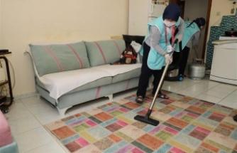 Alanya'da tek başına yaşayan vatandaşların evleri temizleniyor