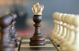 Alanya'da Anneler Günü'ne özel satranç turnuvası