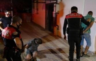Polisin 'Dur' ihtarına uymayan gençler ortalığı birbirine kattı