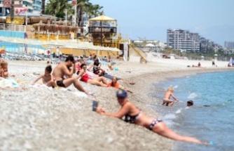 Sahilde turist yoğunluğu