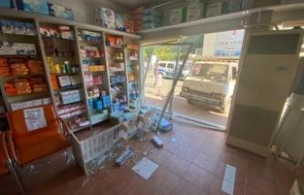 Gazipaşa'da tartıştığı kardeşinin dükkanına kamyonetle girdi