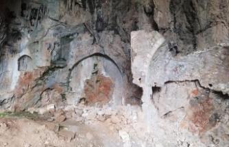 Gündoğmuş'ta tarihi kilise mağara defineciler tarafından talan edildi