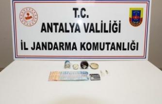 Krem kutusuna saklanan uyuşturucu madde jandarmaya yakalandı