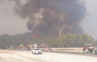 Beşkonak'ı tehdit eden yangına 7 helikopter, 1 uçak müdahale ediyor