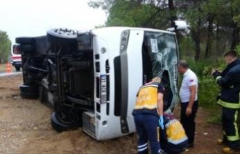 Tur minibüsü devrildi: 7'si Rus, 8 yaralı var