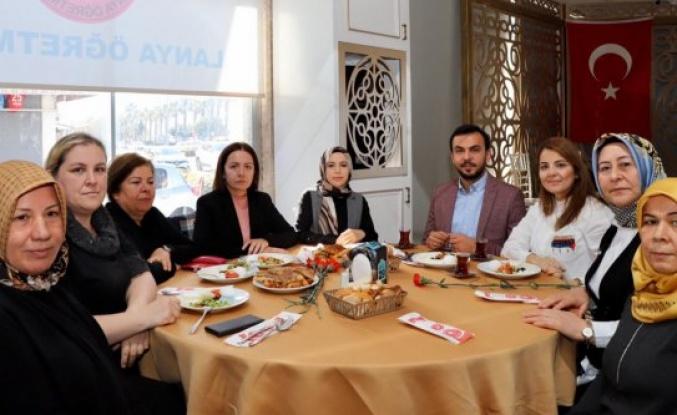 Ak Parti Kadın Kolları'ndan kadınlara özel kahvaltı