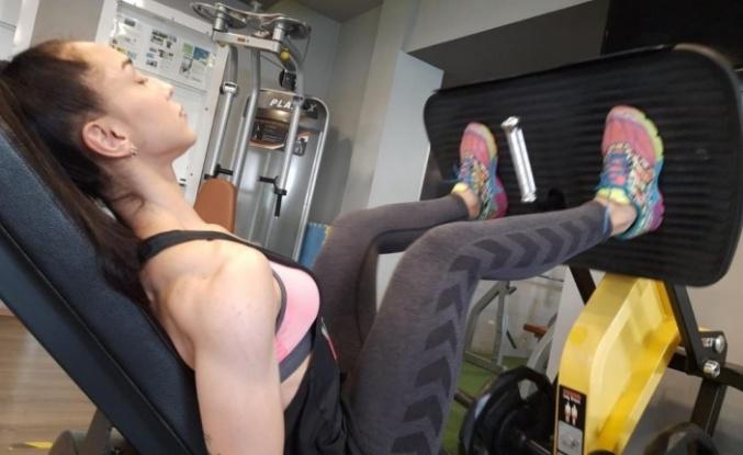 Duruş bozukluğu için spora başlayan genç kadın, fitness milli takım kadrosuna girdi