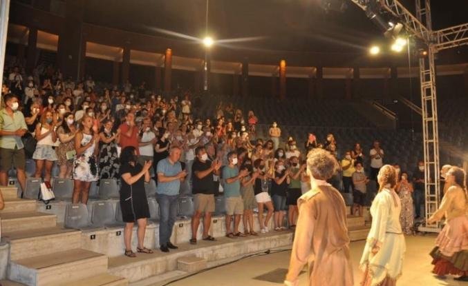 Alanyalı tiyatrocular seyirciyle buluştu