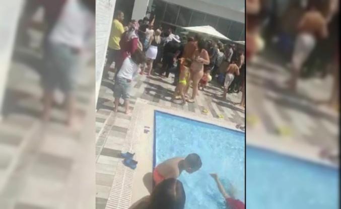 Tatil hayali suya düşen vatandaşlar otelin havuzunu bastı
