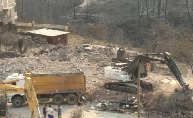 2 kişinin yanarak öldüğü evlerde yıkım başladı
