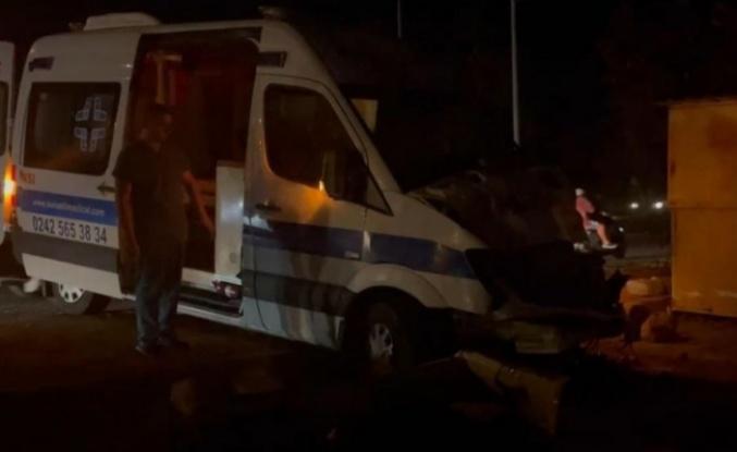 Alanya'da ambulansla hafif ticari araç çarpıştı: 1 yaralı var
