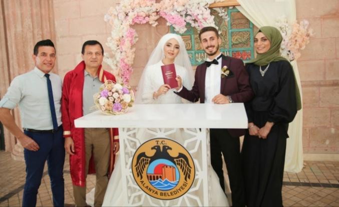 Rüya gibi bir düğünle evlendiler