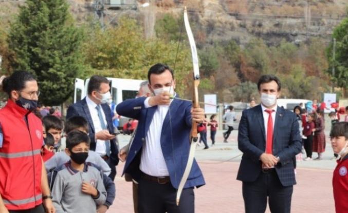 Kaymakam Ürkmezer ve Başkan Toklu, Güzelbağ'da çocuklarla buluştu