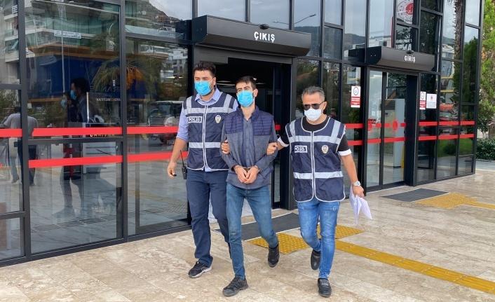 Alanya'da cezaevi firarisi polisten kaçamadı