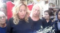 CHP'li bayanlar zeytin dalı dağıttı