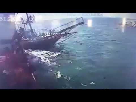 İşte teknelerin çarpıştığı o an!
